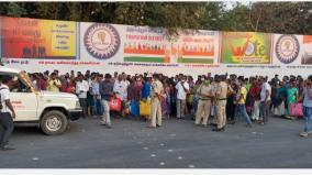 road-blockade-in-ambur-due-to-lack-of-bus-facilities-for-returning-home-voters-to-work