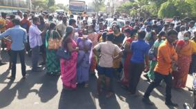 passengers-block-the-road-at-krishnarayanapuram-due-to-corona-restrictions