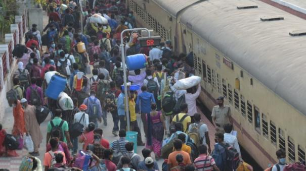 night-curfew-public-transport-freeze-north-indians-gathered-at-the-railway-station