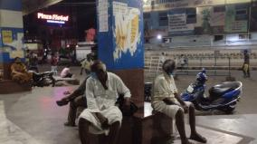 the-first-day-of-the-night-public-curfew-passengers-suffer-from-lack-of-bus-food-and-drinking-water-at-trichy-central-bus-stand