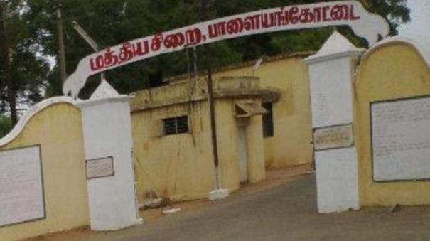 palaymkottai-jail-inmates-clash