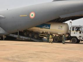 iaf-airlifting-oxygen-containers