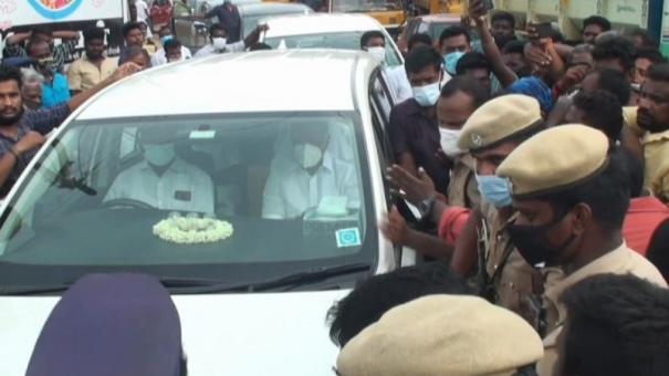 usilampatti-dy-cm-car-rounded-up-by-public