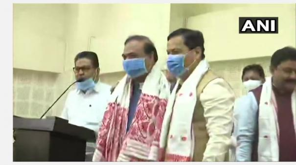 outgoing-assam-cm-sarbananda-sonowal-submits-resignation-to-governor