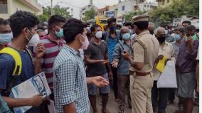unruly-crowd-urging-to-regularize-the-sale-of-remdesivir-in-trichy