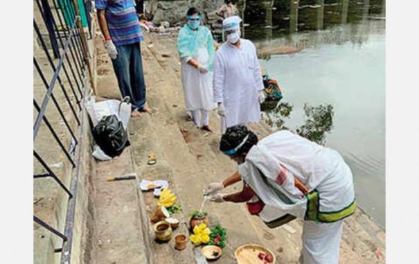 muslim-mp-doing-last-rites-for-hindu-professor