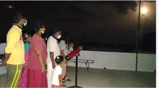 rare-blood-moon-in-the-sky-the-public-and-students-enjoyed-watching