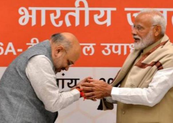amit-shah-greeted-prime-minister-narendra-modi