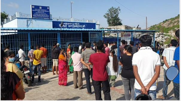 eager-to-be-vaccinated-the-public-waiting-in-long-queues-in-hosur