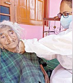 vaccine-for-kashmir-elder-woman