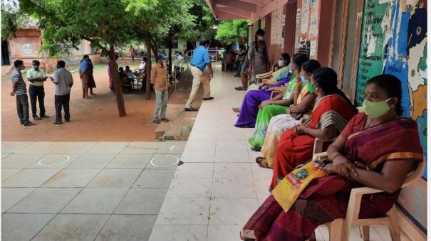 karaikudi-government-and-private-school-teachers-who-came-to-pay-for-the-vaccine-were-disappointed