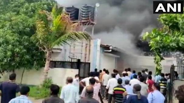massive-fire-incident-at-a-company-in-ghotawade-phata-pune