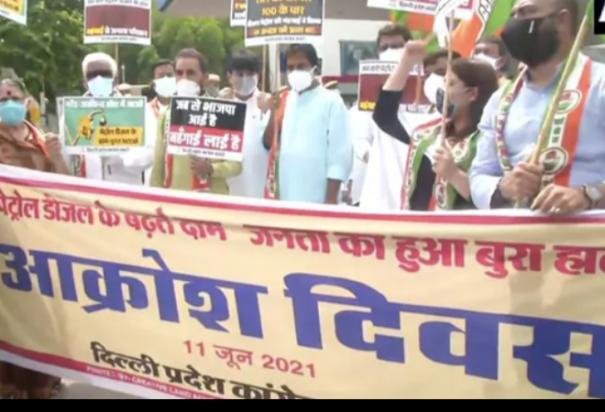 congress-leaders-hold-protest-against-fuel-price-hike