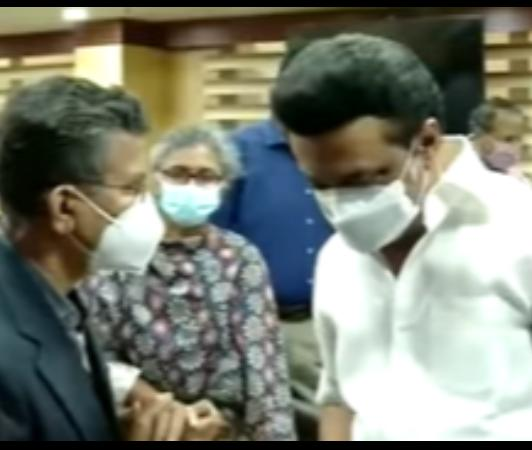 mk-stalin-gives-tea-party-to-ias-officers