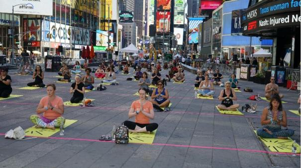 times-square-celebrates-international-yoga-day-with-over-3-000-attendees