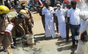 ex-ministers-effigy-burnt-in-dindigul