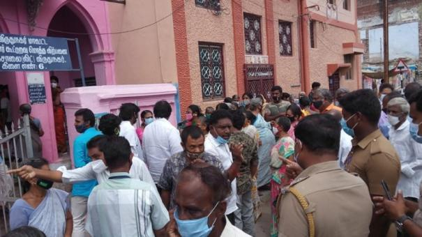 people-protest-near-ration-shop-in-virudhunagar