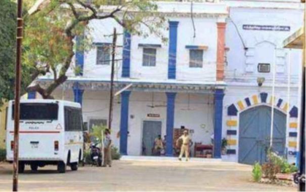 hc-warns-family-of-palayamkottai-prisoner-to-get-the-body
