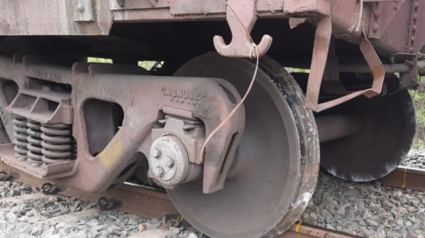 train-derails-in-dharmapuri