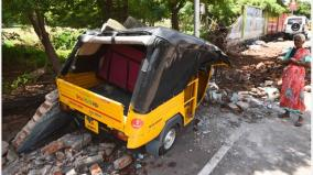 heavy-rains-in-trichy-the-perimeter-wall-of-the-medical-college-collapsed