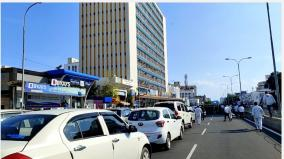 call-taxi-drivers-on-anna-road-cause-a-sudden-road-block-traffic-damage-due-to-cars-parked-across-the-road