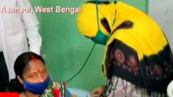 caught-on-camera-trinamool-councillor-gives-vaccine-dose-bjp-hits-out