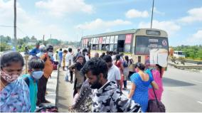 curfew-relaxation-outbound-travelers-congregating-at-the-hosur-border