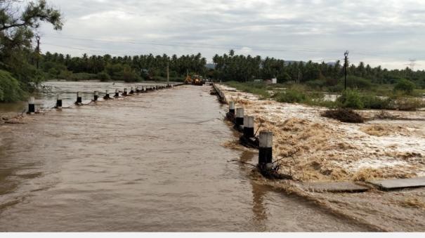 heavy-rain-in-tirupatur-public-to-welcome-by-lighting-camphor-and-sprinkling-flowers