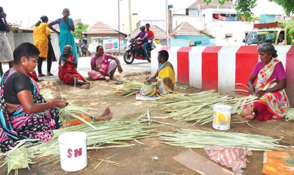 palm-straw-boxes