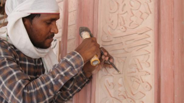 hindu-sculptors-writing-quran-verses