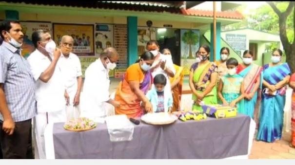 620-students-in-government-primary-school-villagers-gather-to-pay-tribute-to-the-school