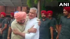 navjot-sidhu-meets-man-he-may-replace-captain-to-meet-party-leader