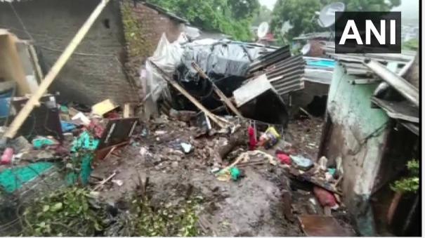 11-dead-as-heavy-rains-pummel-mumbai-local-train-services-suspended
