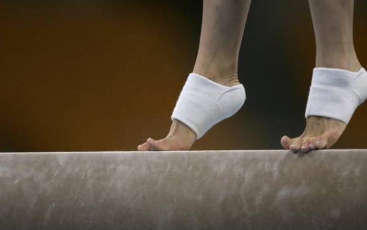 ஒலிம்பிக் போட்டியில் பங்கேற்கும் அமெரிக்க ஜிம்னாஸ்டிக் வீராங்கனைக்கு கரோனா தொற்று | A female gymnast from the United States has tested positive for the coronavirus,