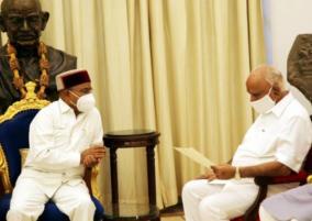 karnataka-cm-b-s-yediyurappa-submits-resignation-to-governor