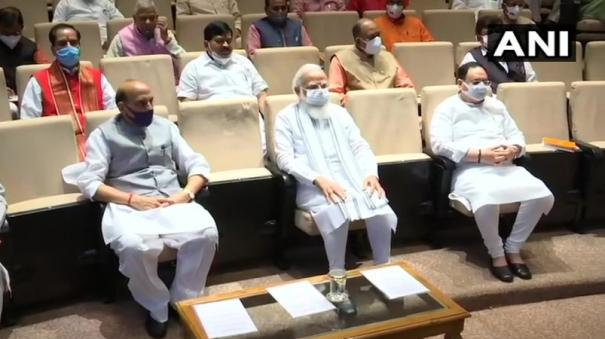 congress-not-letting-parliament-run-expose-them-pm-tells-bjp-mps