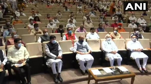 pm-modi-asks-bjp-mps-to-expose-opposition-for-not-allowing-parliament-to-function