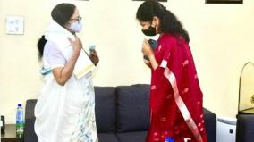 dmk-mp-kanimozhi-met-west-bengal-chief-minister-and-tmc-leader-mamata-banerjee-in-delhi-today