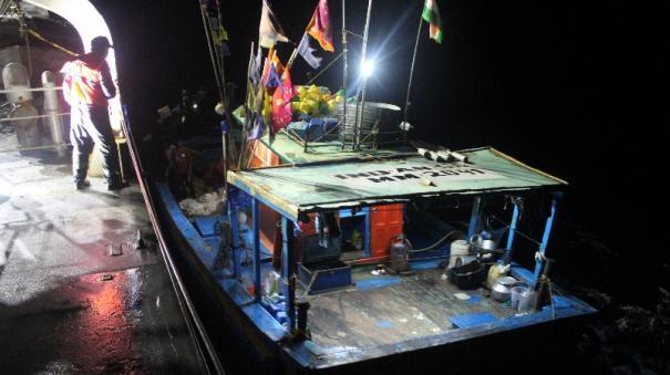 ins-airavat-rescues-fishing-vessel