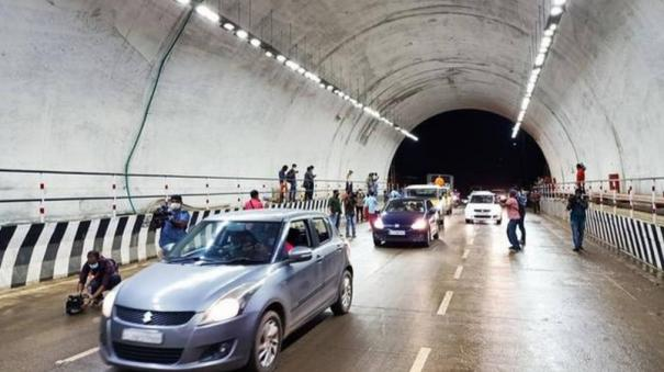 nitin-gadkari-instructs-to-open-one-side-of-kuthiran-tunnel-in-kerala