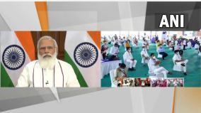 prime-minister-modi-interacts-with-beneficiaries-of-garib-kalyan-anna-yojana
