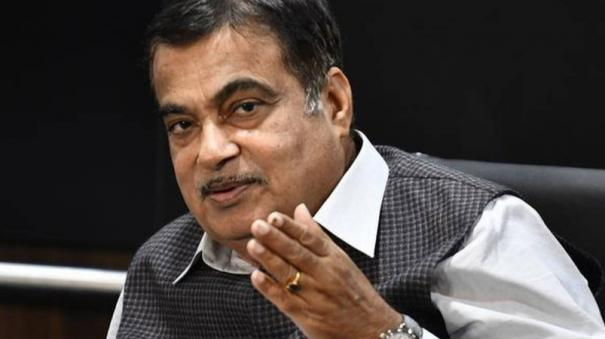 gadkari-meets-automobile-manufacturers-emphasizes-on-quick-roll-out-of-flex-fuel-vehicles
