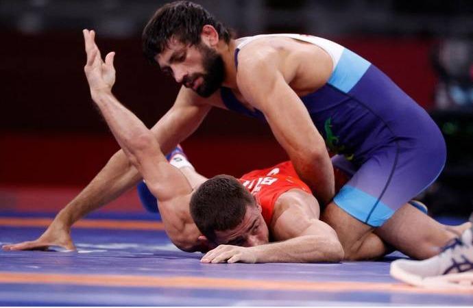 ஒலிம்பிக் மல்யுத்தம்: வெள்ளி நிச்சயம், தங்கம் லட்சியம்: இறுதிப்போட்டிக்கு முன்னேறினார் ரவி குமார்   Tokyo Olympics 2020 ;ravi Kumar assures silver medal for India in wrestling