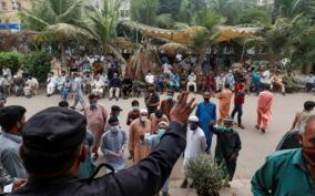 cellphone-blocks-work-bans-pakistan-announces-penalties-for-unvaccinated