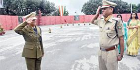 inspector-father-salute-to-his-itbp-daughter