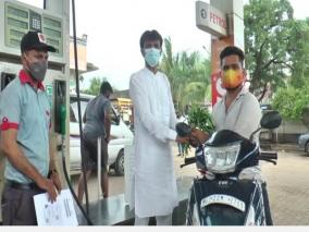 gujarats-petrol-pump-owner-gives-free-fuel-to-all-neerajs-to-celebrate-india-s-olympic-gold