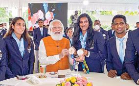 pm-narendra-modi-meets-india-olympic-contingent
