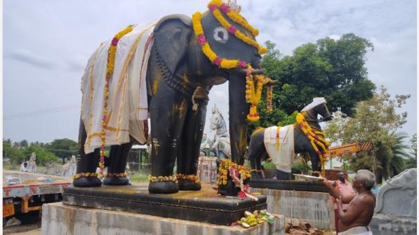 design-of-elephant-and-horse-carriages-weighing-35-tons-in-a-single-stone-dedication-at-ayyanar-temple