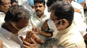 ttv-dhinakaran-pays-tribute-to-ops-wife-s-body-comfort-holding-hands