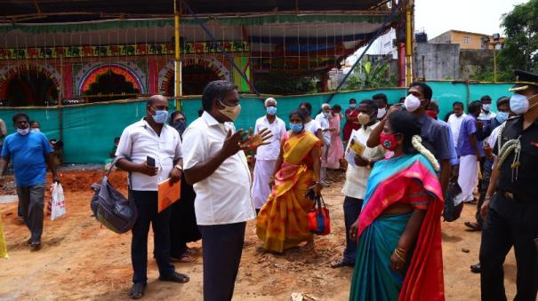 no-basic-facilities-at-neet-exam-center-severe-congestion-parents-volley-complaint-to-governor-tamilisai